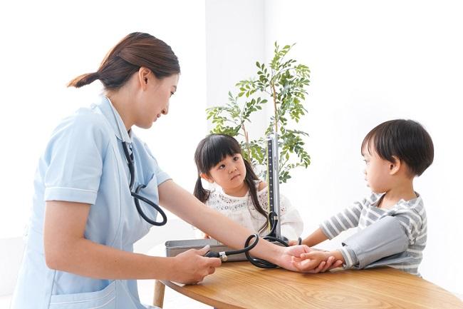 5 Tips Mengontrol Tekanan Darah pada Anak - Alodokter