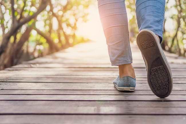 Jangan Anggap Sepele, Ini 7 Manfaat Jalan Kaki bagi Kesehatan Tubuh - Alodokter
