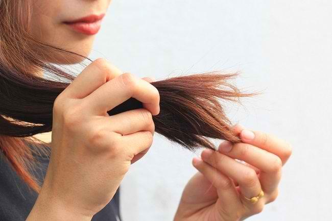 Ketahui 7 Cara Mengatasi Rambut Bercabang - Alodokter