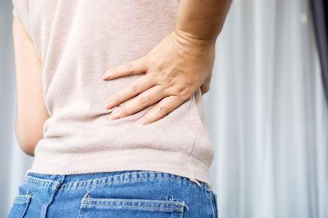 Ini 6 Penyebab Sakit Pinggang Sebelah Kanan - Alodokter