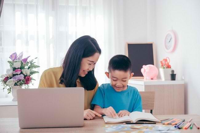 Lebih Jauh Seputar Homeschooling untuk Anak dengan ADHD - Alodokter