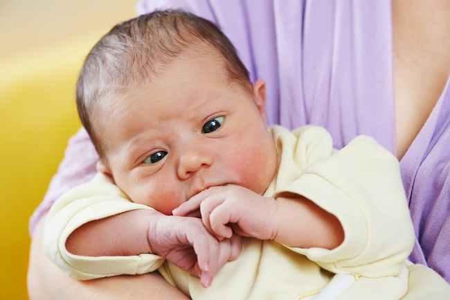 Jangan Panik Melihat Mata Juling pada Bayi, Ini Penjelasannya - Alodokter