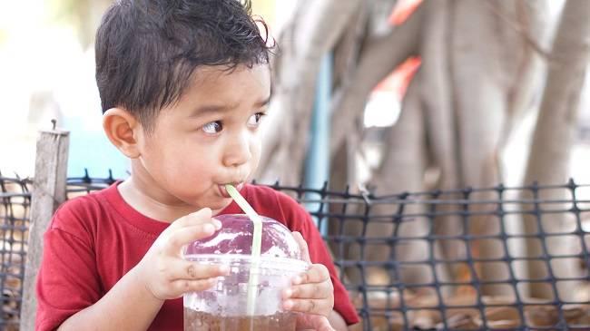 5 Bahaya Minuman Berkafein bagi Anak - Alodokter