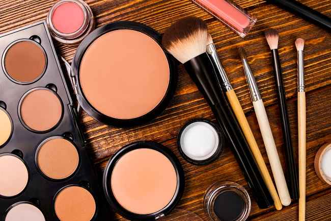 Bahan Dasar Kosmetik adalah Kimia, Jadi Bisa Berbahaya - Alodokter