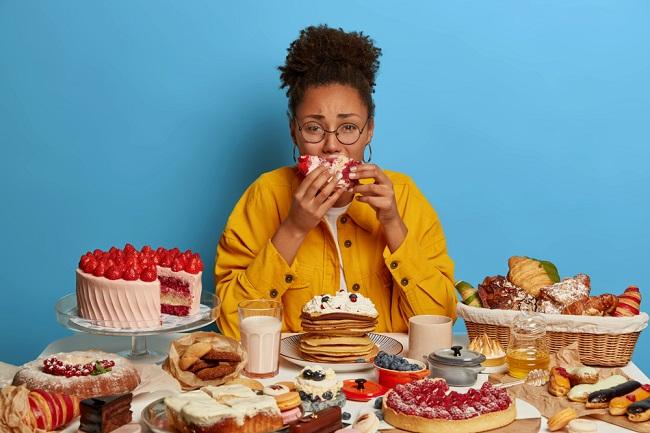 Makan Berlebihan Saat Emosi Jangan Dibiarkan, Hentikan dengan Cara Ini - Alodokter