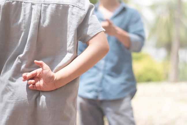 เมื่อลูกพูดโกหก เข้าใจสาเหตุและวิธีรับมือในแต่ละช่วงวัย