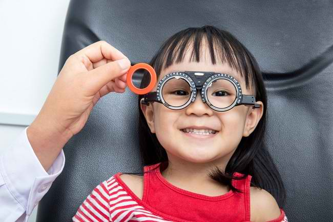Bunda, Ini Cara Menjaga Kesehatan Mata Anak - Alodokter