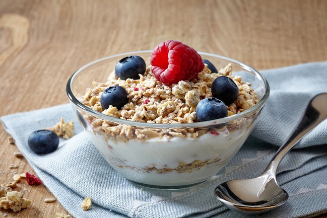 Bowl,Of,Muesli,And,Yogurt,With,Fresh,Berries