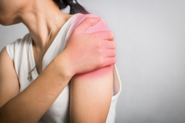 Woman,Get,Shoulder,Pain,And,Injured,Muscle