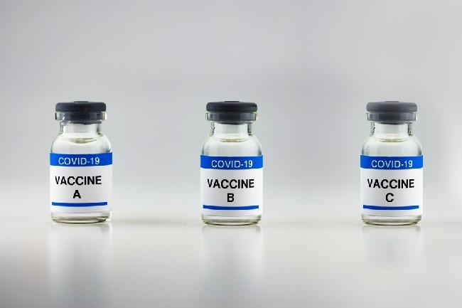 ฉีดวัคซีนโควิด-19 ต่างชนิดกันได้ไหม และจำเป็นต้องฉีดวัคซีนเข็มที่ 3 หรือไม่