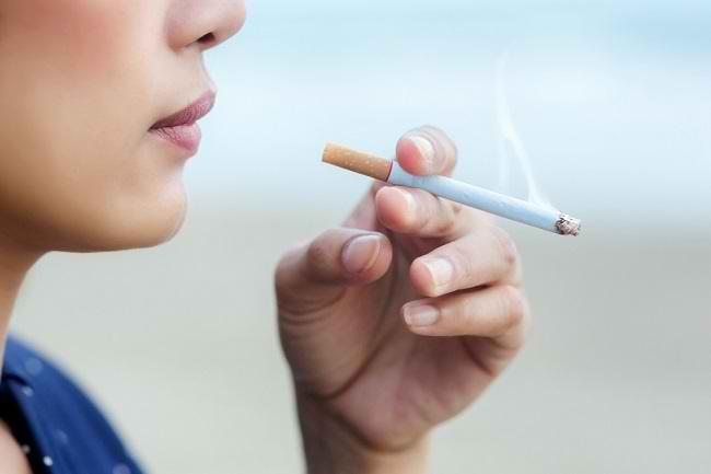 Bahaya Merokok bagi Kesehatan Mulut - Alodokter