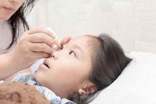 Ketahui Obat Sakit Mata Merah untuk Anak Sesuai Penyebabnya - Alodokter