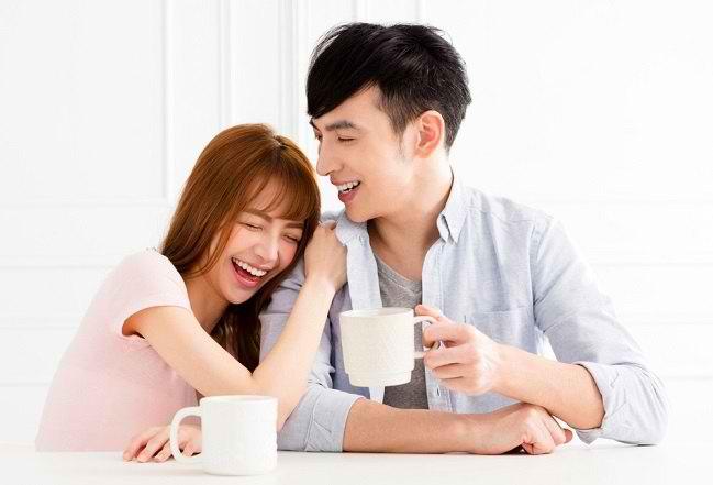 6 Ciri Orang Jatuh Cinta yang Mudah Dikenali - Alodokter