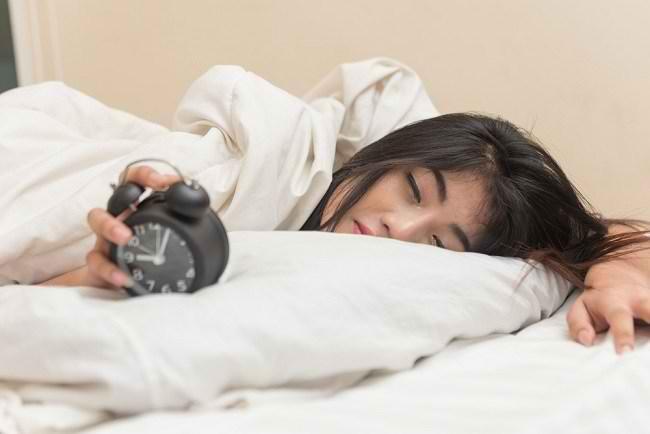5 Tips Atasi Susah Bangun Tidur - Alodokter