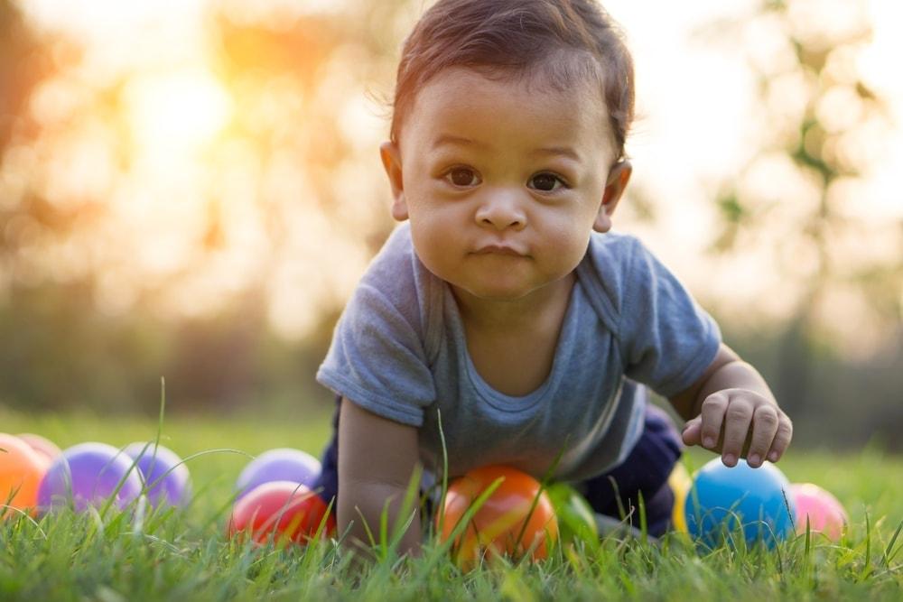 Bayi 9 Bulan Belum Bisa Merangkak, Normalkah? - Alodokter