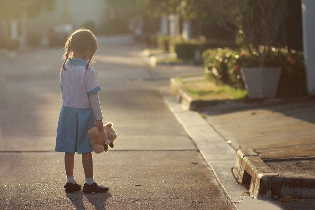 5,Year,Old,Asian,Little,Girl,Stand,Alone,At,The