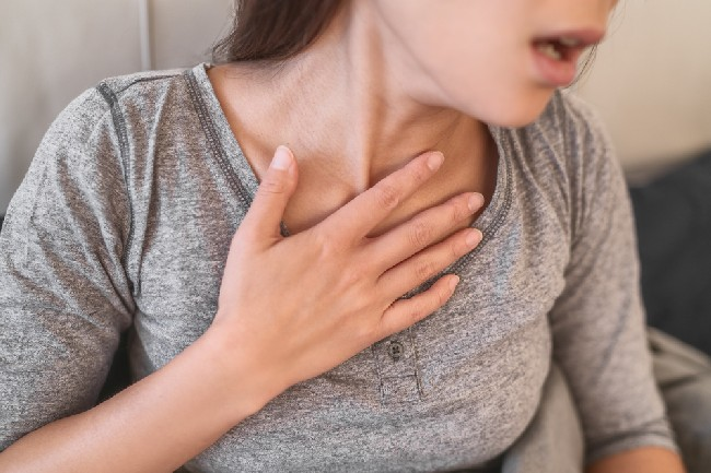 Covid-19,Shortness,Of,Breath,Pneumonia,Woman,With,Corona,Virus,Symptoms