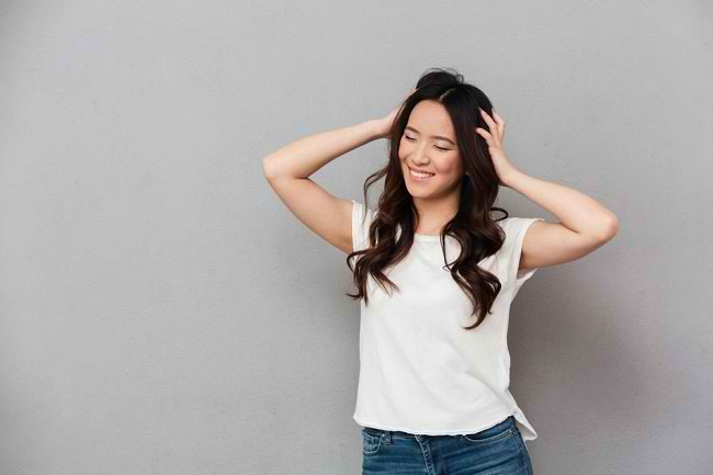 7 Cara Menyuburkan Rambut yang Mudah Dilakukan - Alodokter