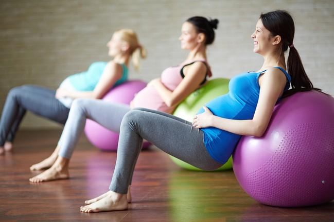 ท่าออกกำลังกายคนท้อง เพื่อความปลอดภัยของแม่และเด็ก