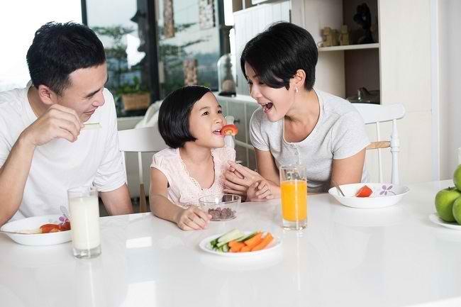 Cara Mendidik Anak Makan Sehat untuk Tumbuh Kembangnya - Alodokter