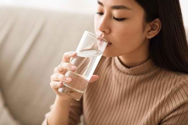 Mengenal Terapi Air Putih Beserta Risikonya - Alodokter