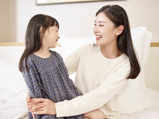 Tidak Mesti Barang, 5 Hal Ini Bisa Diberikan sebagai Hadiah untuk Anak - Alodokter