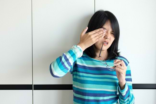 Kondisi yang Membutuhkan Obat Tetes Mata dan Cara Memilihnya - Alodokter