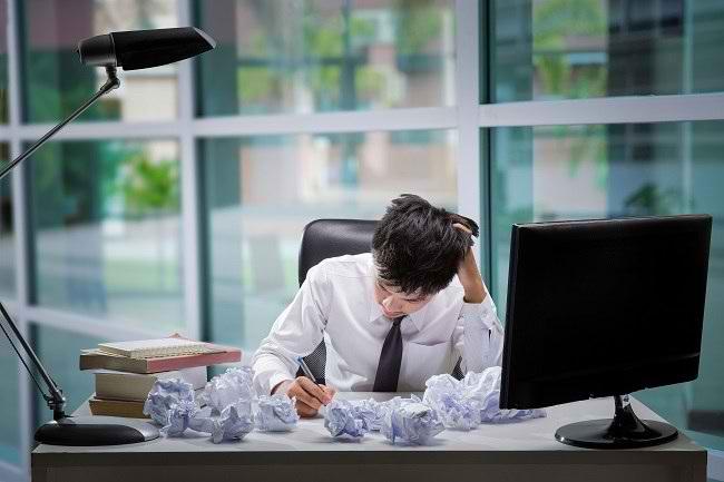 Kenali Gejala Stres karena Pekerjaan dan Cara Mengatasinya - Alodokter