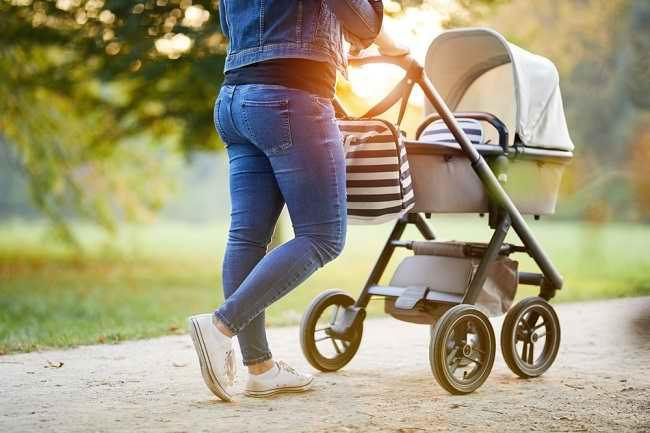 Cara Memilih Kereta Dorong Bayi yang Aman - Alodokter