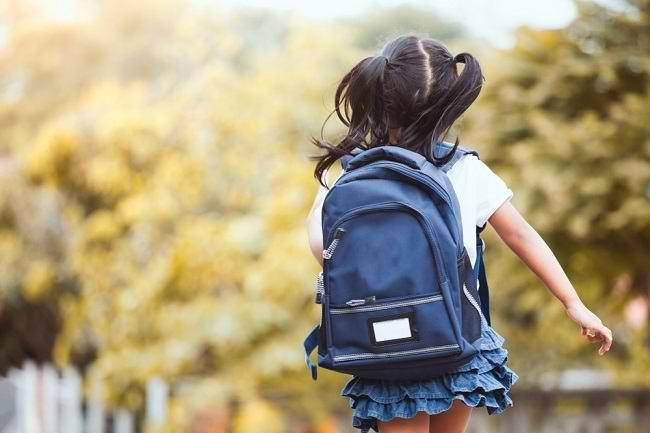 5 Tips Memilih Tas Sekolah yang Nyaman untuk Anak - Alodokter