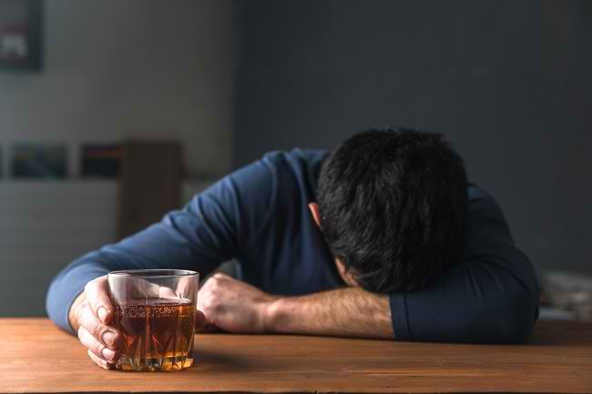 Efek Alkohol Jangka Pendek yang Harus Diwaspadai - Alodokter