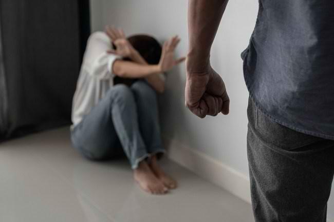 Kenali Bentuk Kekerasan dalam Rumah Tangga dan Cara Menyikapinya - Alodokter