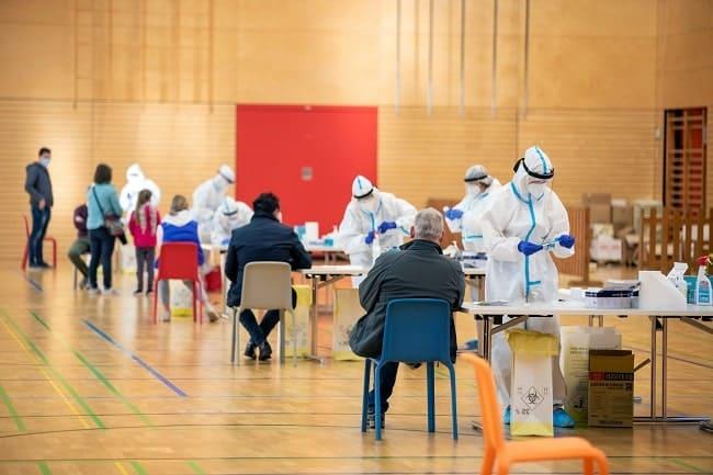 Mengapa Negara dengan Tingkat Vaksinasi COVID-19 Serupa Memiliki Luaran Berbeda – Telaah Jurnal Alomedika-min (1)
