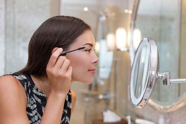 5 Tips agar Peralatan Make Up Mata Tidak Memicu Iritasi - Alodokter