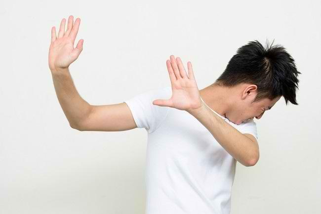 Haphephobia, Takut Berlebihan Disentuh Orang Lain - Alodokter