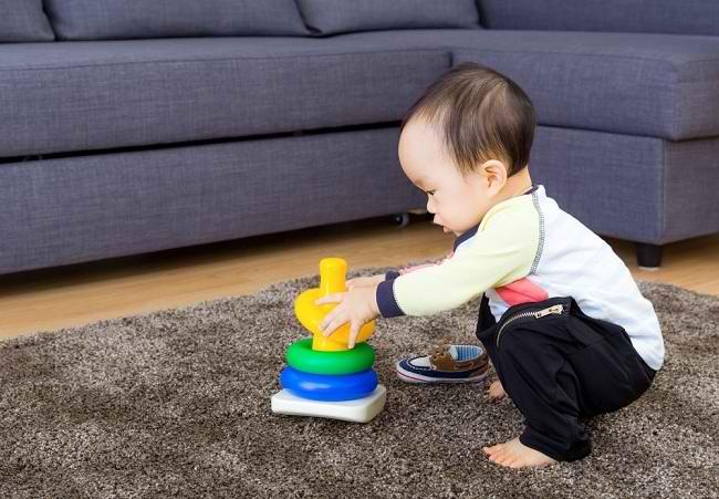 Memilih Mainan Bayi 6 Bulan Hingga 1 Tahun - Alodokter