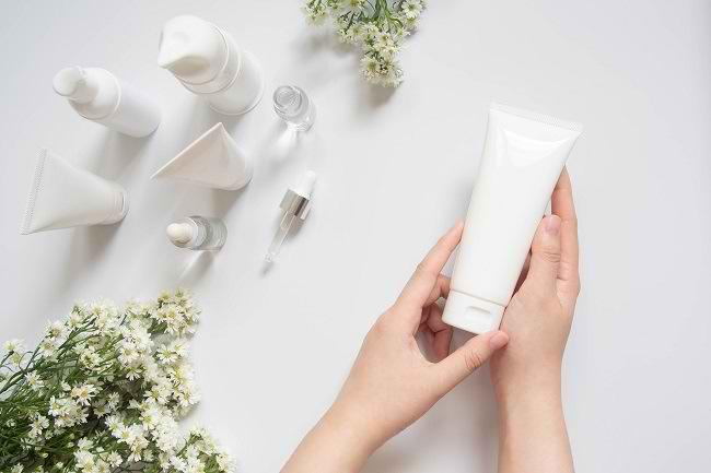 5 Kandungan Skincare yang Tidak Boleh Dipakai Bersamaan - Alodokter
