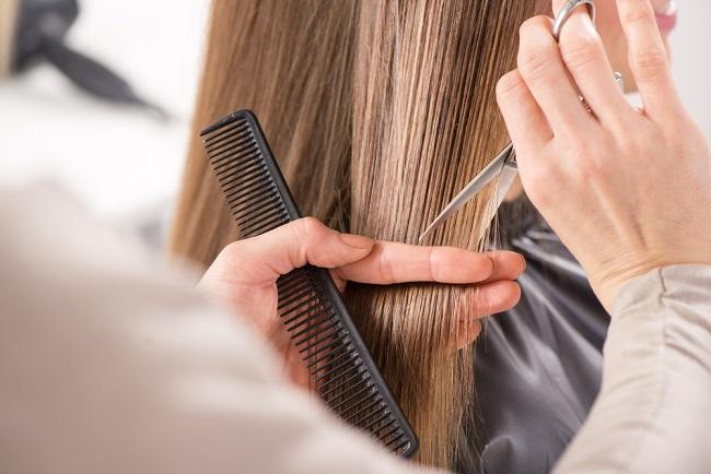 Mitos dan Fakta Seputar Gunting Rambut - Alodokter