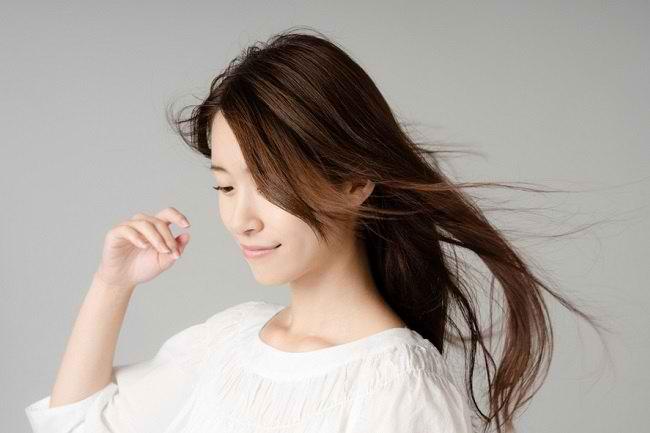 5 Cara Merawat Rambut agar Tetap Sehat dan Berkilau - Alodokter