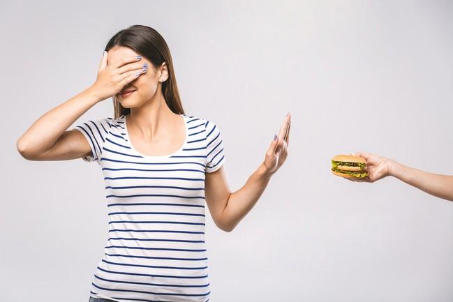 อดอาหารลดน้ำหนักได้จริงหรือ? ข้อควรรู้ในการอดอาหารให้ปลอดภัยต่อสุขภาพ