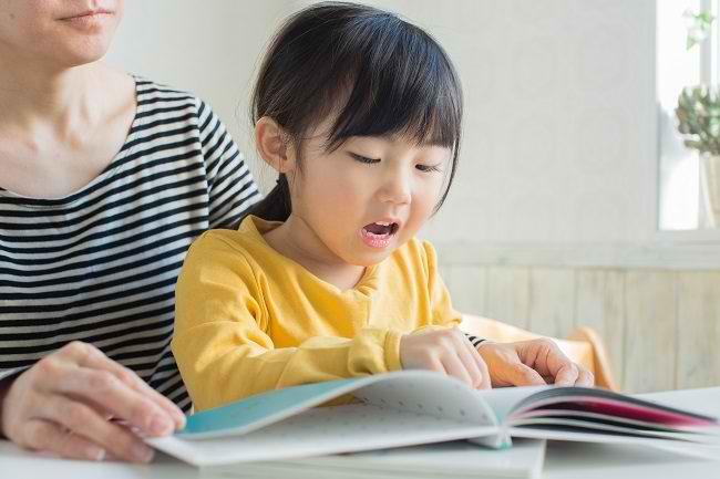 Bunda, Ini Cara Menumbuhkan Minat Baca pada Anak - Alodokter