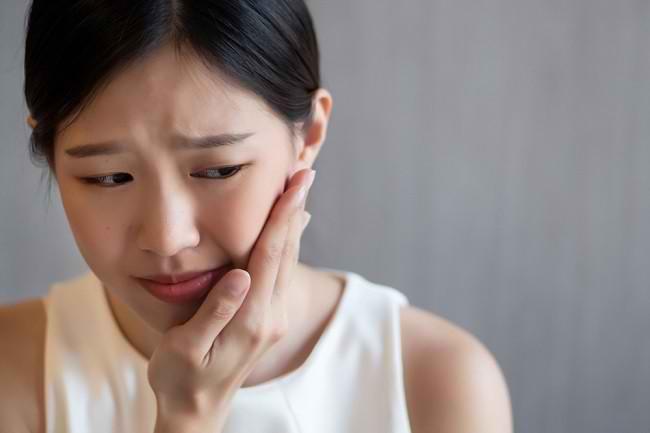 5 Cara Mengobati Gusi Bengkak secara Alami di Rumah - Alodokter
