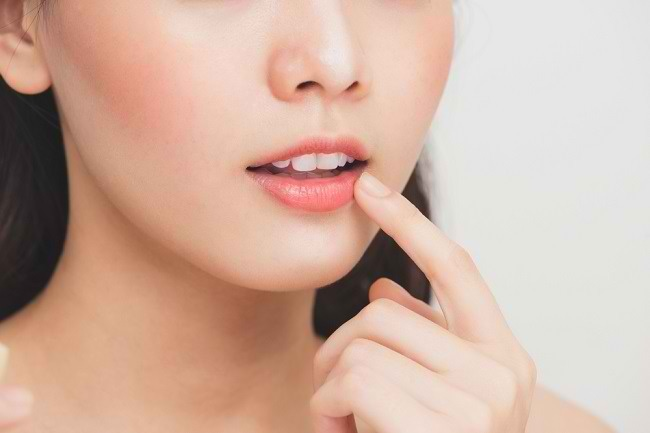 Kenali Penyebab dan 4 Cara Mengatasi Bibir Kering - Alodokter