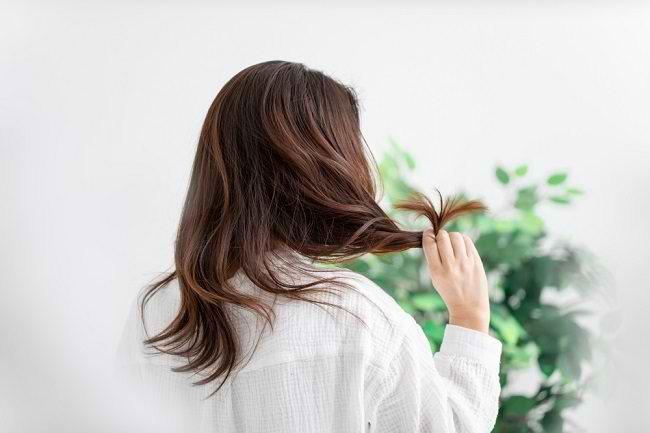 7 Cara Melembutkan Rambut dengan Mudah dan Praktis - Alodokter