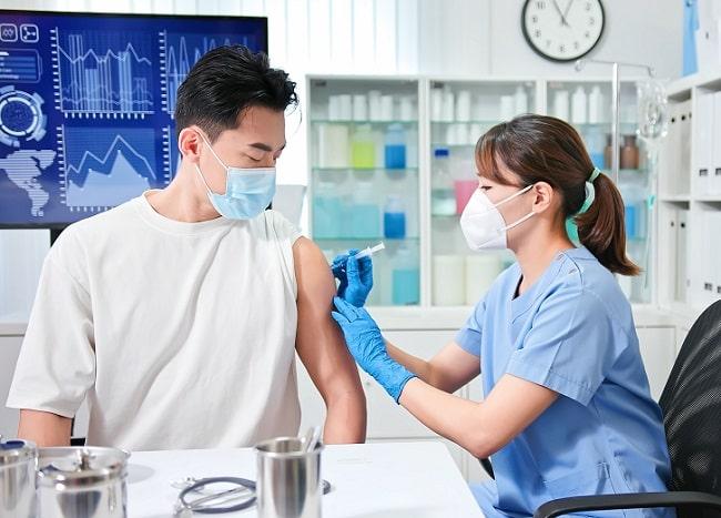 Vaksinasi COVID19 pada Penyintas-min