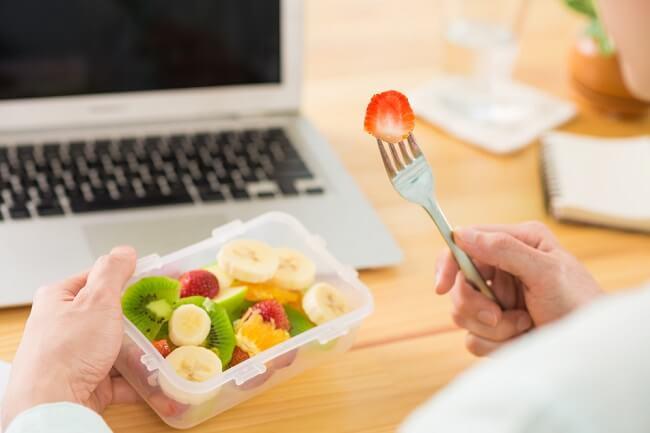 Ide Snack Sehat di Kantor yang Tidak Bikin Perut Buncit - Alodokter