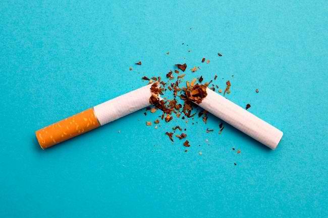 Kenali Manfaat dan Risiko dari Penggunaan Produk Tembakau Alternatif - Alodokter