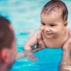 ฝึกให้เด็กว่ายน้ำเป็นตอนไหน และควรเริ่มอย่างไรดี ?