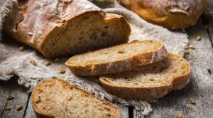 ขนมปังโฮลวีทมีประโยชน์มากกว่าขนมปังขาวหรือไม่