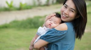 Kapan Bayi Baru Lahir Boleh Dibawa Keluar Rumah?